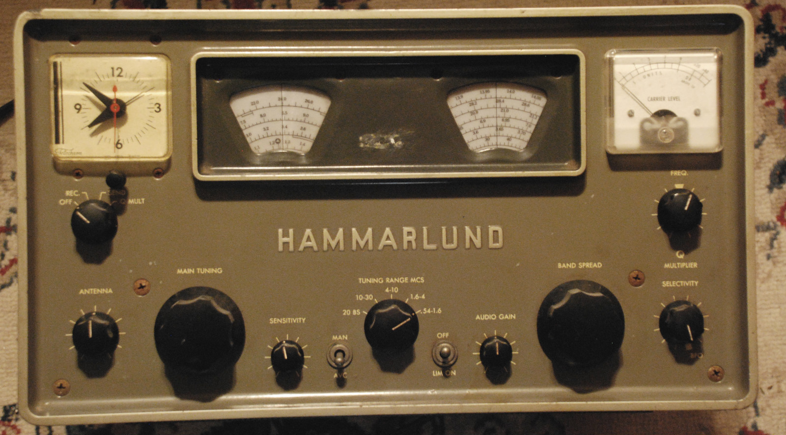30sBLKecruLACEgownJKTset in addition TRADIO2 43 additionally RF Transmitter Circuit in addition File Early 1920s radio and horn speaker besides File Early 1920s radio and horn speaker. on vacuum tube radio receiver