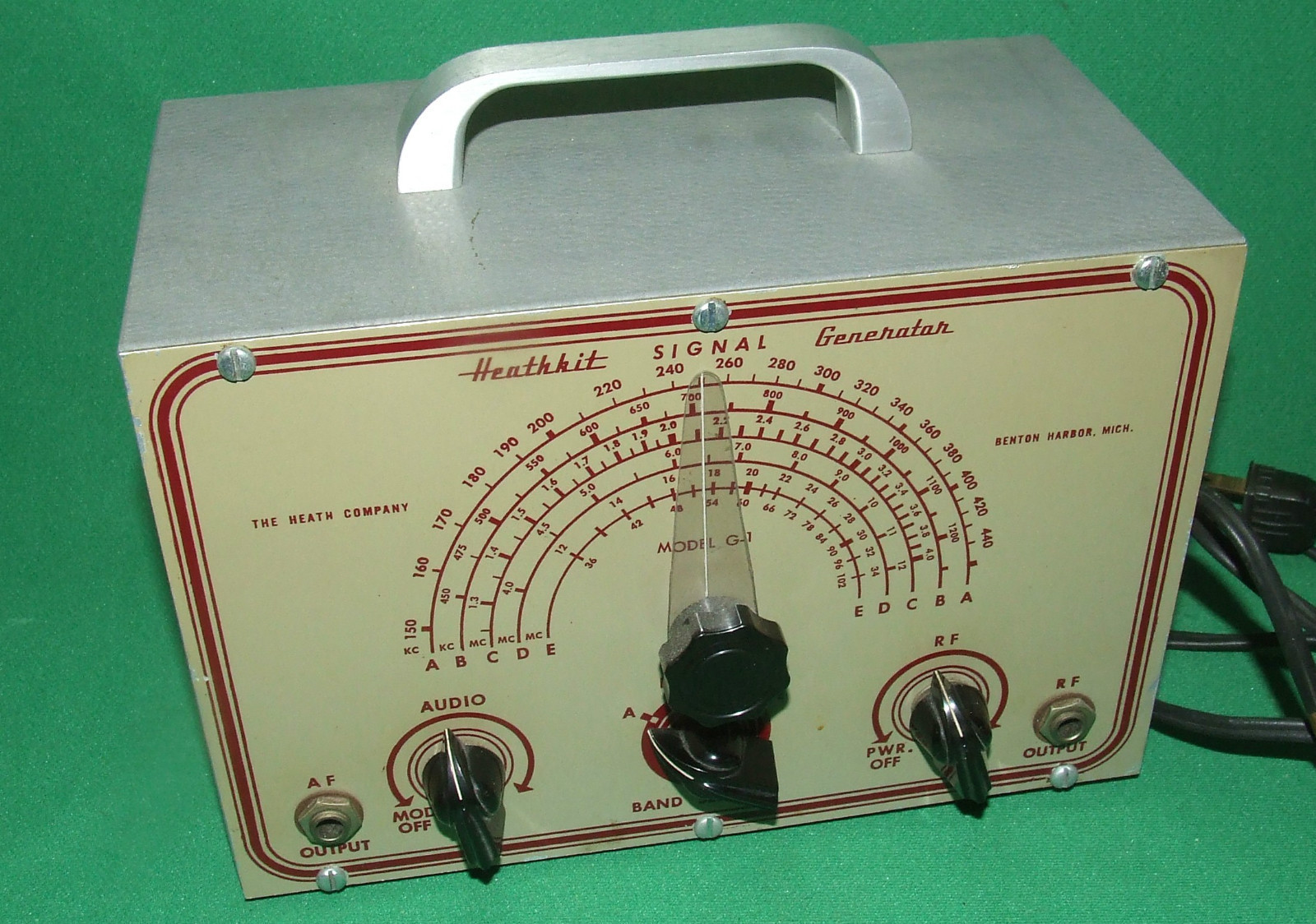 Heathkit Signal Generator : Heathkit g signal generator the old tube radio archives
